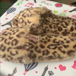 New Victoria Secret Faux Fur Leopard SlippersM NWT